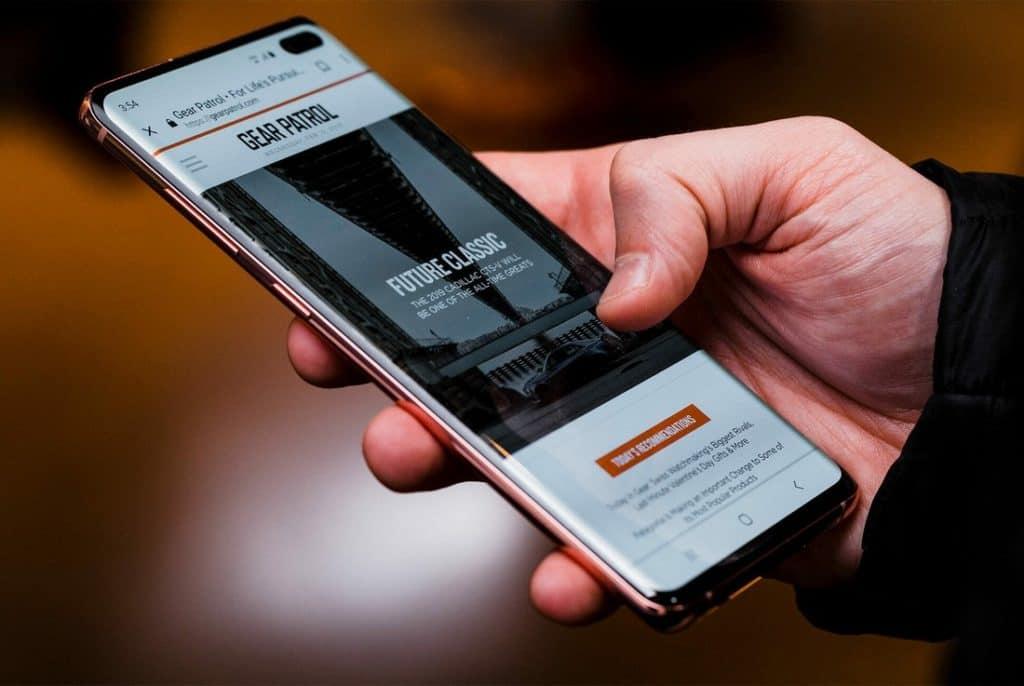 البنوك حول العالم تزيل الدعم Galaxy S10 و Galaxy Note 10 من تطبيقاتها :